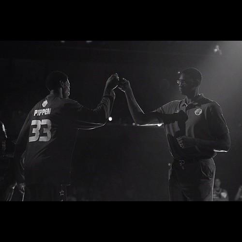 Fist bump. @ScottiePippen and Charles Smith (NYK) at #smmoaarena in July 2012. #nikon #basketball #photographyeveryday #blackandwhite #monochrome #lensflare #nba #nbalegends #philippines #manila #instadaily #instaphilippines #igersasia #igersmanila #scott