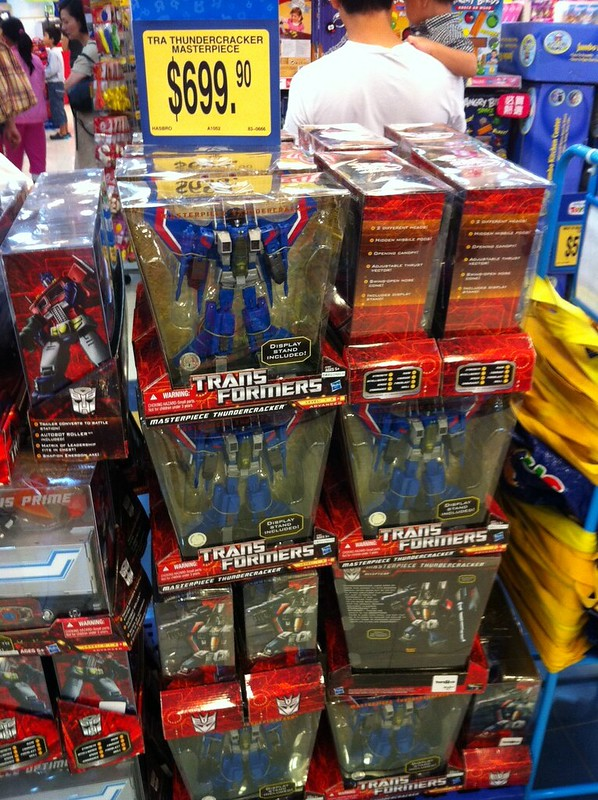 Toys R Us Exclusive Masterpiece Thundercracker sighted in Hong Kong | TFW2005 - The 2005 Boards