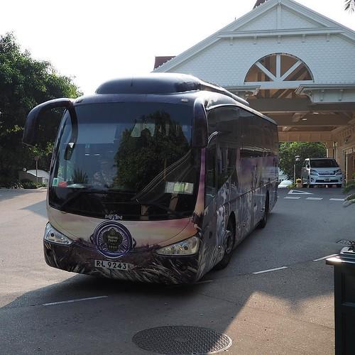 バスでディズニー・ハリウッドホテルへ。