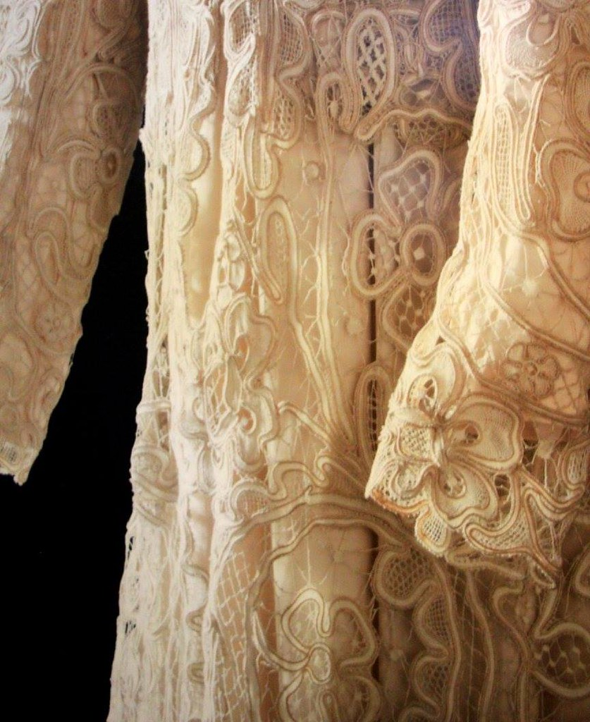 Details of a dress made of Brugge lace