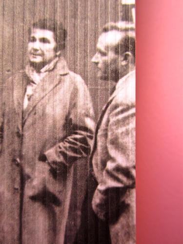 Mathieu Lindon, Cosa vuol dire amare; Barbès 2012. [resp. grafica non indicata]; fotog.: A. Robbe-Grillet, C. Simon, C. Mauriac, J. Lindon, R. Pinget, S. Beckett, N. Sarraute, C. Ollier, 1959 © M. Dondero. Copertina (part.), 4