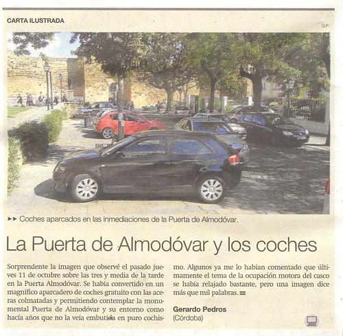 Carta al Director Puerta Almodóvar invadida por coches.