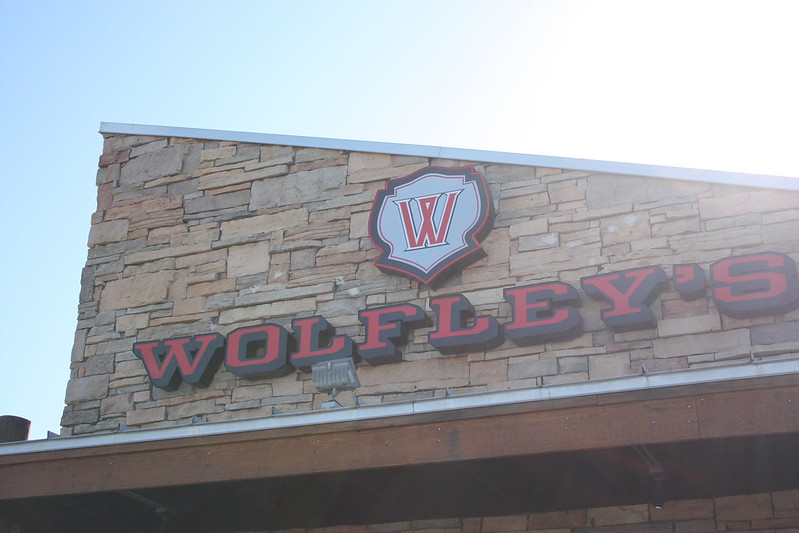 Eating Arizona: Wolfley's