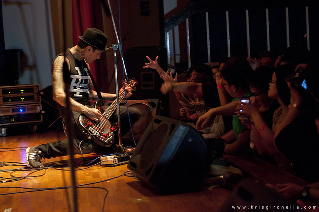 MxPx Mike Herrera - connecting with the crowd