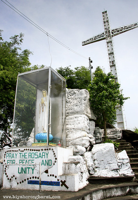 kalbaryo cross and image of virgin mary in binangonan