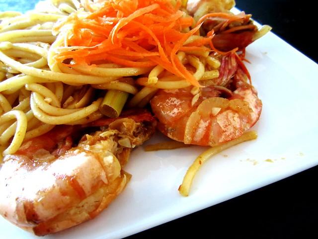 Payung Mahkota tom yam prawn spaghetti