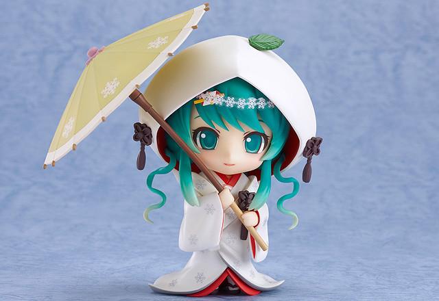 Nendoroid Snow Miku: Strawberry White Kimono version