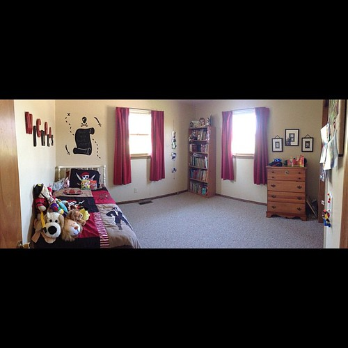 BB's room is clean. Also panorama on #iOs6 is awesome. #iphone5