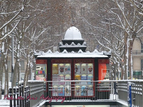 Kiosque theatre, Paris, under the snow.