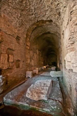 ColosseumWalksOfItaly-16