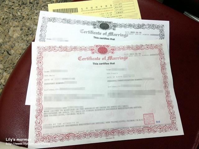 已經經過民間公證人認證且蓋好鈐印的結婚證明正本與影本。
