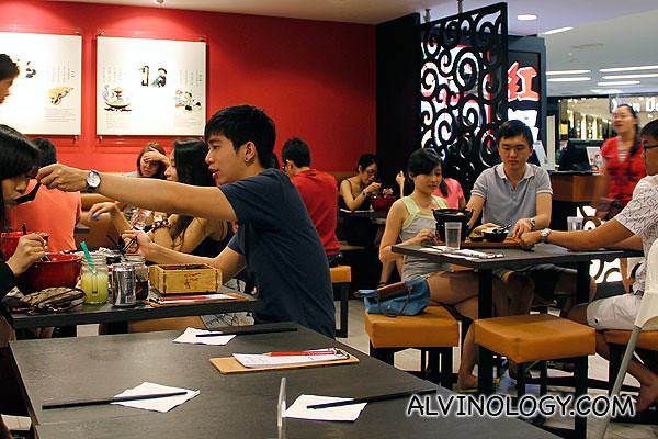 红锅过桥米线 (Hong Guo)