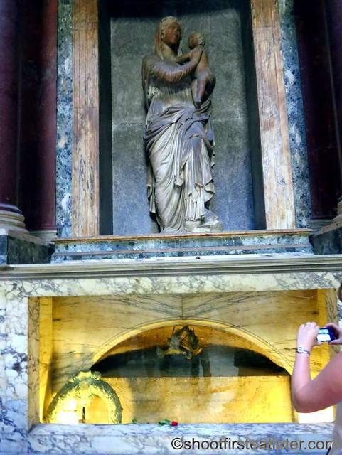 Pantheon - tomb of Raphael