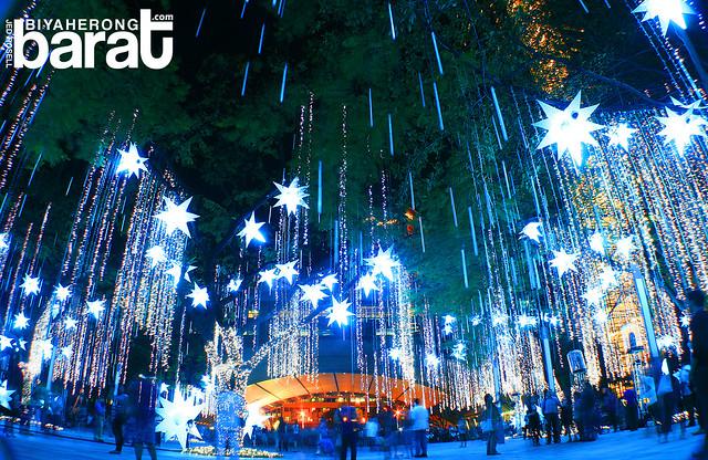 Ayala Triangle Park Christmas Lights and Sound Display 2011 Makati
