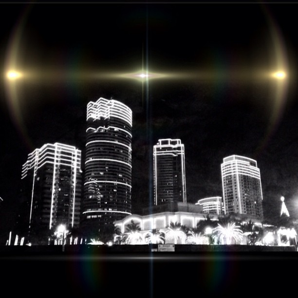 Christmas vibe. @digiprint_ph #digiaroundtheworld #iphoneonly4s #awesomephotos #blackandwhite #bnw #lensflare #glass #reflection #light #gf_philippines #philippines #manila #igersmanila #igersasia #xmas #christmas #photographyeveryday #treasurelifeinprint