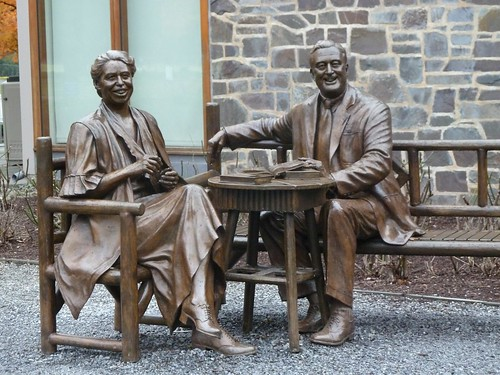 Statue of Eleanor and FDR
