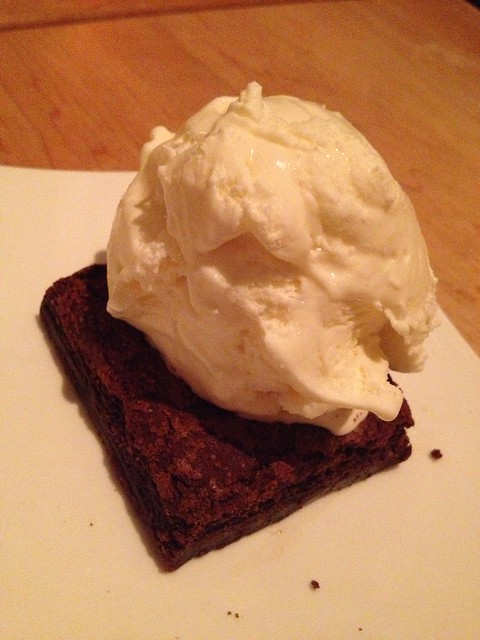 Chocolate toffee brownie a la mode - Zadin