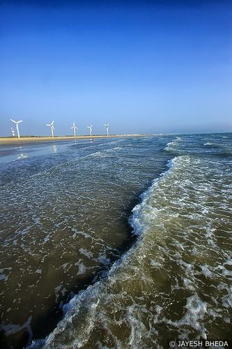 Windfarm beach, Mandvi, Kutch, Gujarat by Jayesh Bheda