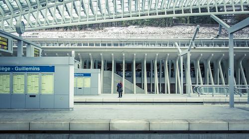 Urban Mythologies : Little Red Hood (Gare de Liège-Guillemins, Belgique) - Photo : Gilderic