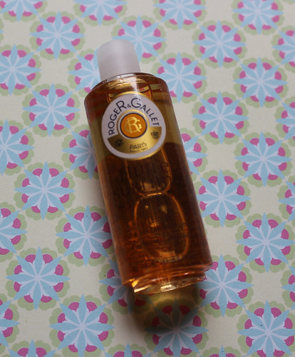 Roger and Gallet flash box oil