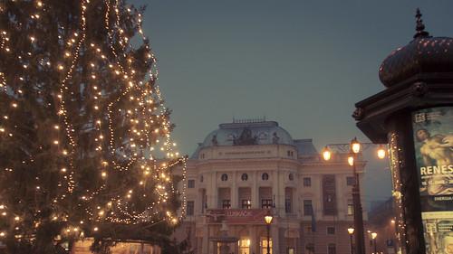 Christmas Lights (Opéra de Bratislava, Slovaquie) - Photo : Gilderic