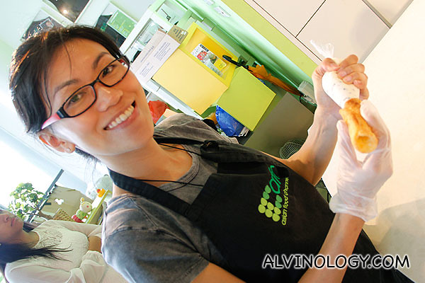 Rachel filling a cannoli
