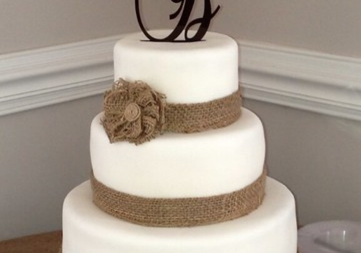 Putting Burlap Ribbon On Wedding Cakes