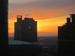 Sunset di salah satu gedung di Kansas City, Missouri. (Foto: Yudha PS)