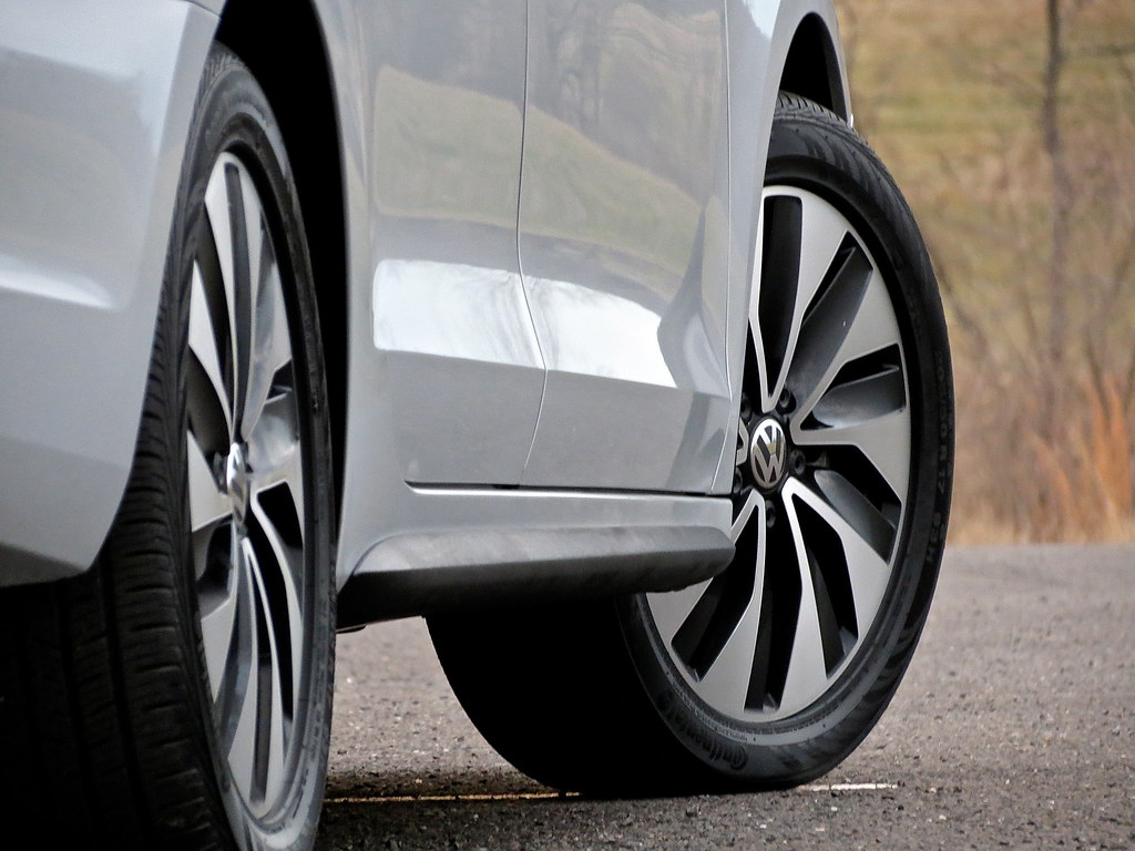 VW Jetta Hybrid Premium SEL Wheels