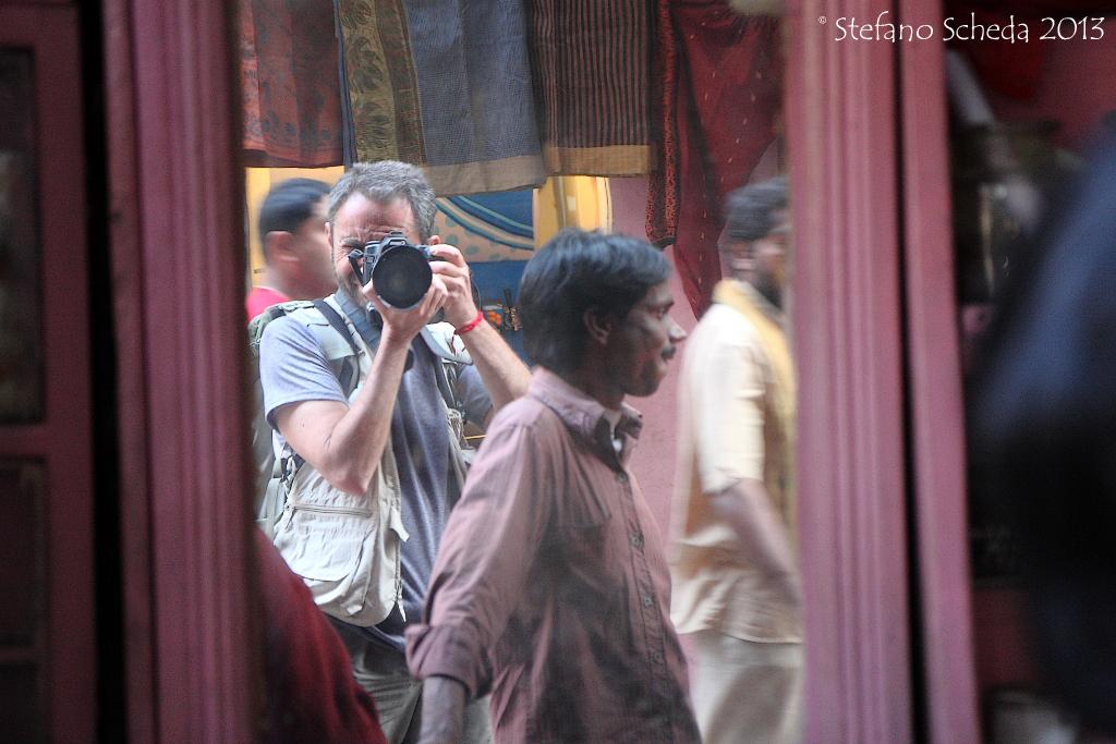 A mirror in the alley - Varanasi, India