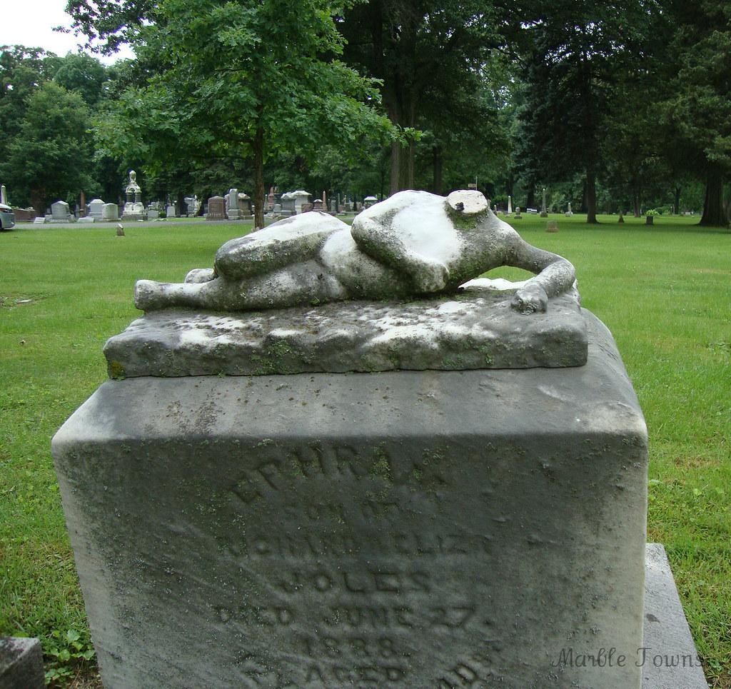 Oak Ridge Cem-reclining headless figure-Ephram.JPG
