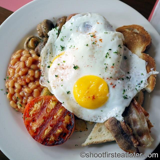 The Early Bird Full English Breakfast P495-001