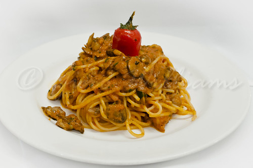 Spaghetti with Mushrooms in Tomato Sauce