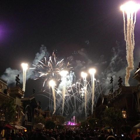 この世界最高の花火ショーをまた見られると思っていなかった。E ticket in the sky!
