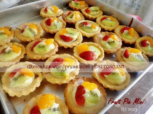 DKM Cakes, toko kue online jember, pesan cupcake jember, pesan kue jember, pesan kue ulang tahun anak jember, pesan kue ulang tahun jember, pesan tart jember, DKM Cakes telp 08170801311 0331-3199763, pesan kue nampan jember, fruit pie jember