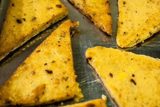 gebakken polenta met paddenstoelen voor bij gestoofd wild zwijn @ Flickr