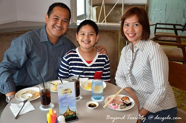 doc gelo gabby & tina at the executive lounge, eastin hotel penang