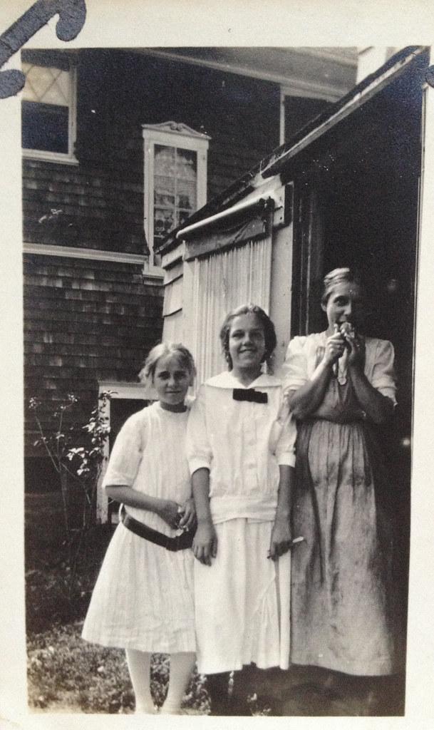 brooklyn back yard, circa 1911
