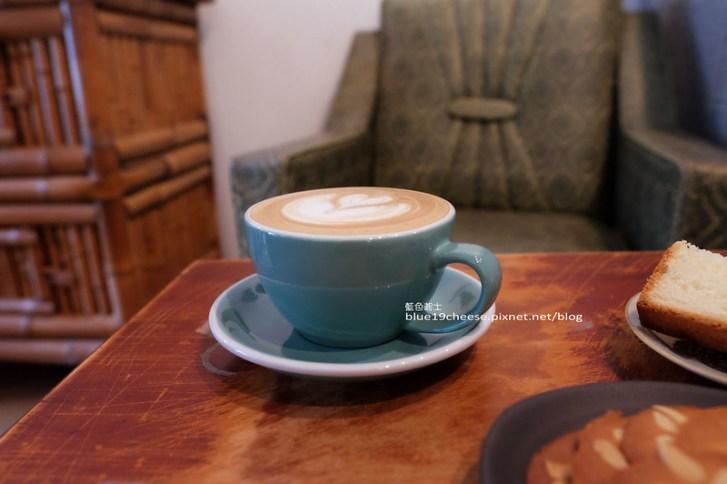 29456144662 21ee715f78 c - 民生咖啡People&Life.Cafe-復古氛圍老屋咖啡館.加入許多老傢私元素.展區牆.餅乾吐司咖啡香.近向上國中
