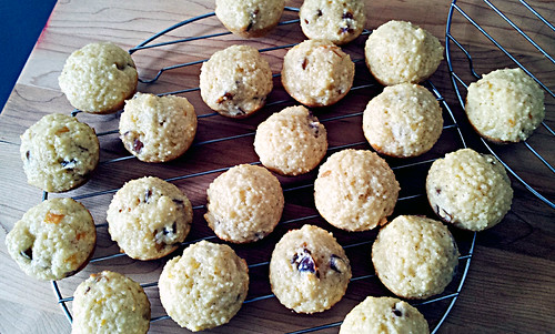Couscous date muffins