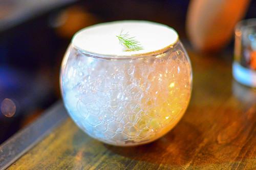 BIRCH ICE / almond praline, red currant, orange blossom, jasmine