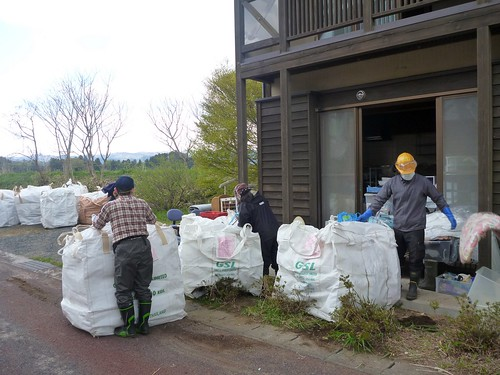 南相馬小高区でお手伝い(援人 2013年4月26日) Volunteer at Minamisoma, Fukushima. Affrected by the Tsunami of Japan Earthquake and Fukushima Daiichi nuclear plant accident.