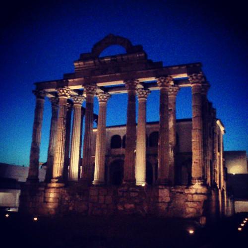 El temple de Diana by Marc Lecha