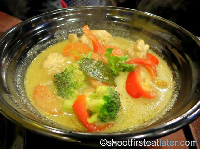 Thai chicken green curry A$8.80