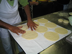 preparazione pane arabo