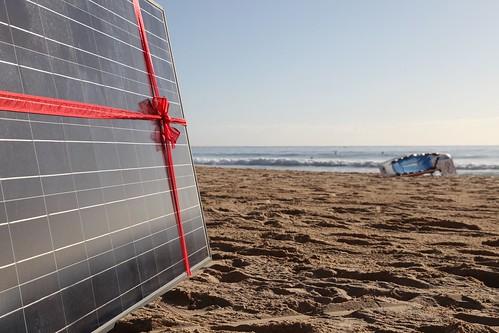 Solar panel gift on Manly beach as Common Grace ask PM Tony Abbott to #acceptthegift of solar for Kirribilli House