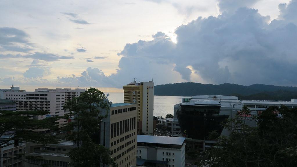【馬來西亞。沙巴】亞庇市區景點懶人包 百貨超市購物伴手禮 貨幣兌換 mairna court住宿分享 @ 背包客 Slide ...