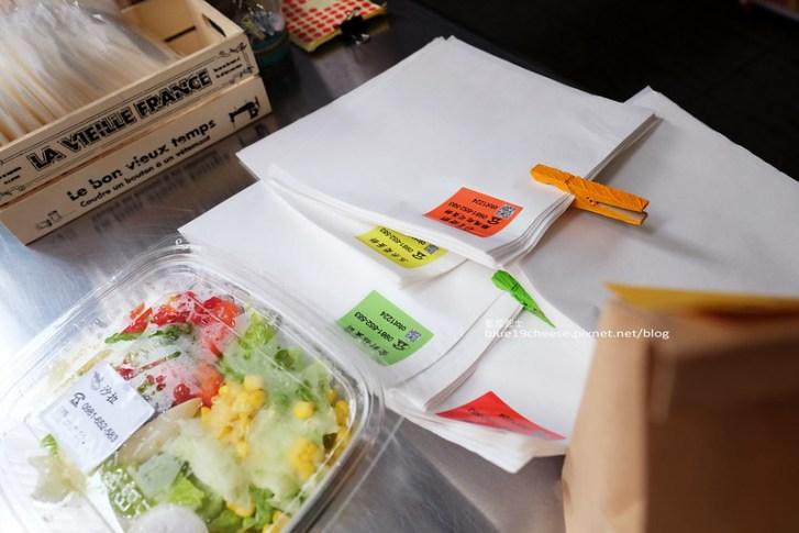 27788560384 582442a6ff c - OT蛋餅-早餐袋簡單可愛附小方巾.店家態度親切活潑.一中商圈美食.臺中科技大學對面早餐街.3C配件一中店的騎樓