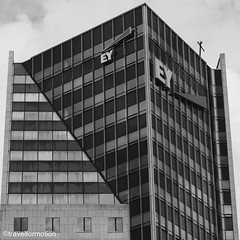 #folding #skyscraper #blackandwhite #blackandwhitephotography #photography #rotterdam #igrotterdam #visitrotterdam #netherlands #ignetherlands #windows #vsco #vscocam #wanderlust #travel #travelgram #modern #architecture #architecturelovers
