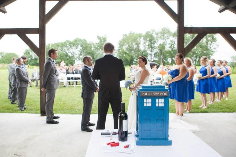Doctor Who 8-bit wedding via @offbeatbride